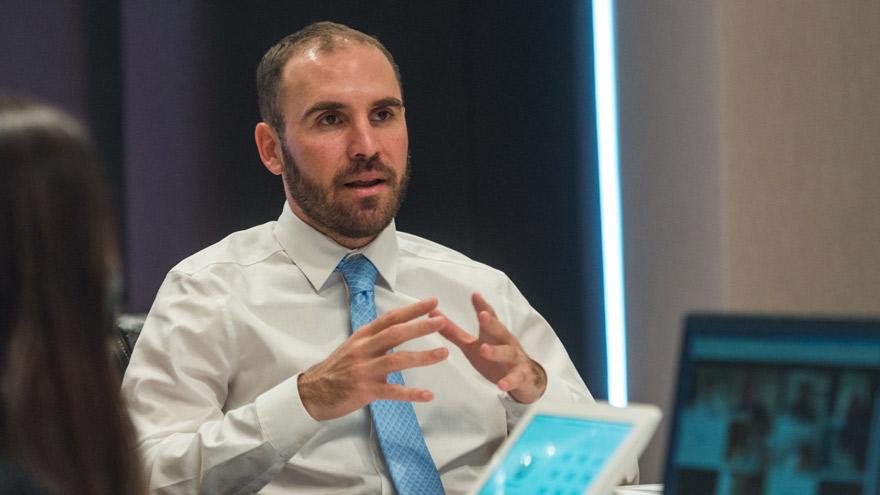 El ministro de Economía cree que las tasas de los bonos podrían bajar sustancialmente por el arreglo de la deuda