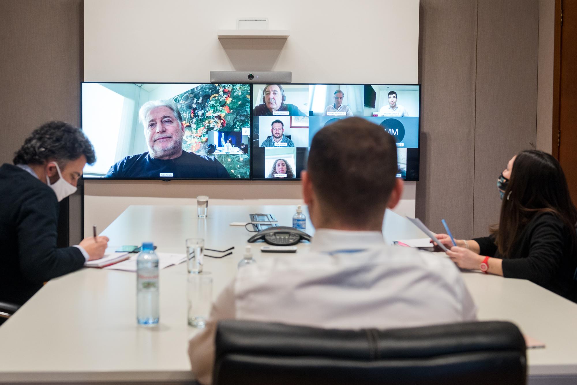 El ministro de Economía conversó con los empresarios por videoconferencia.