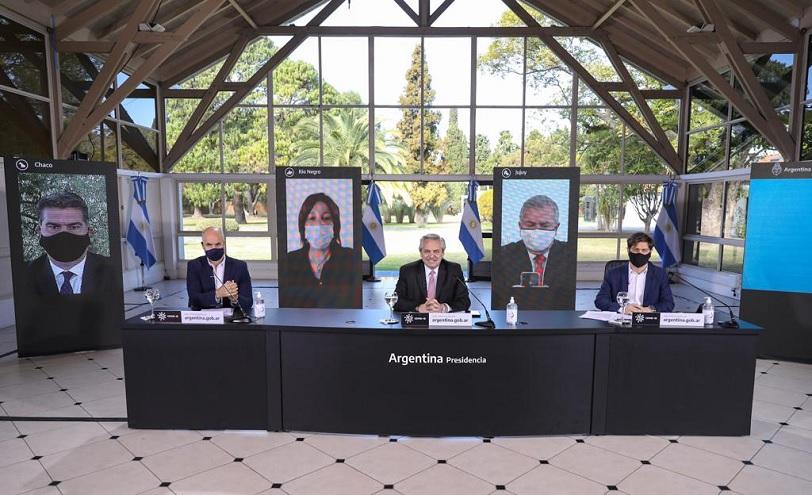 El Presidente junto a algunos Gobernadores en el ultimo anuncio