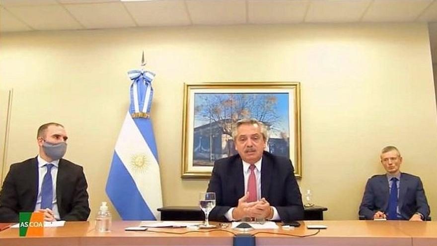 Alberto Fernández dialogando sobre la deuda argentina y el futuro del dólar.
