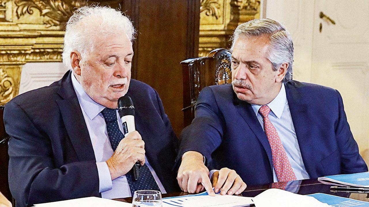 La discutida gestión de González García terminó con un escándalo.