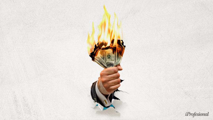 Alerta: dólar blue disparado a $200 y brecha del 120%.