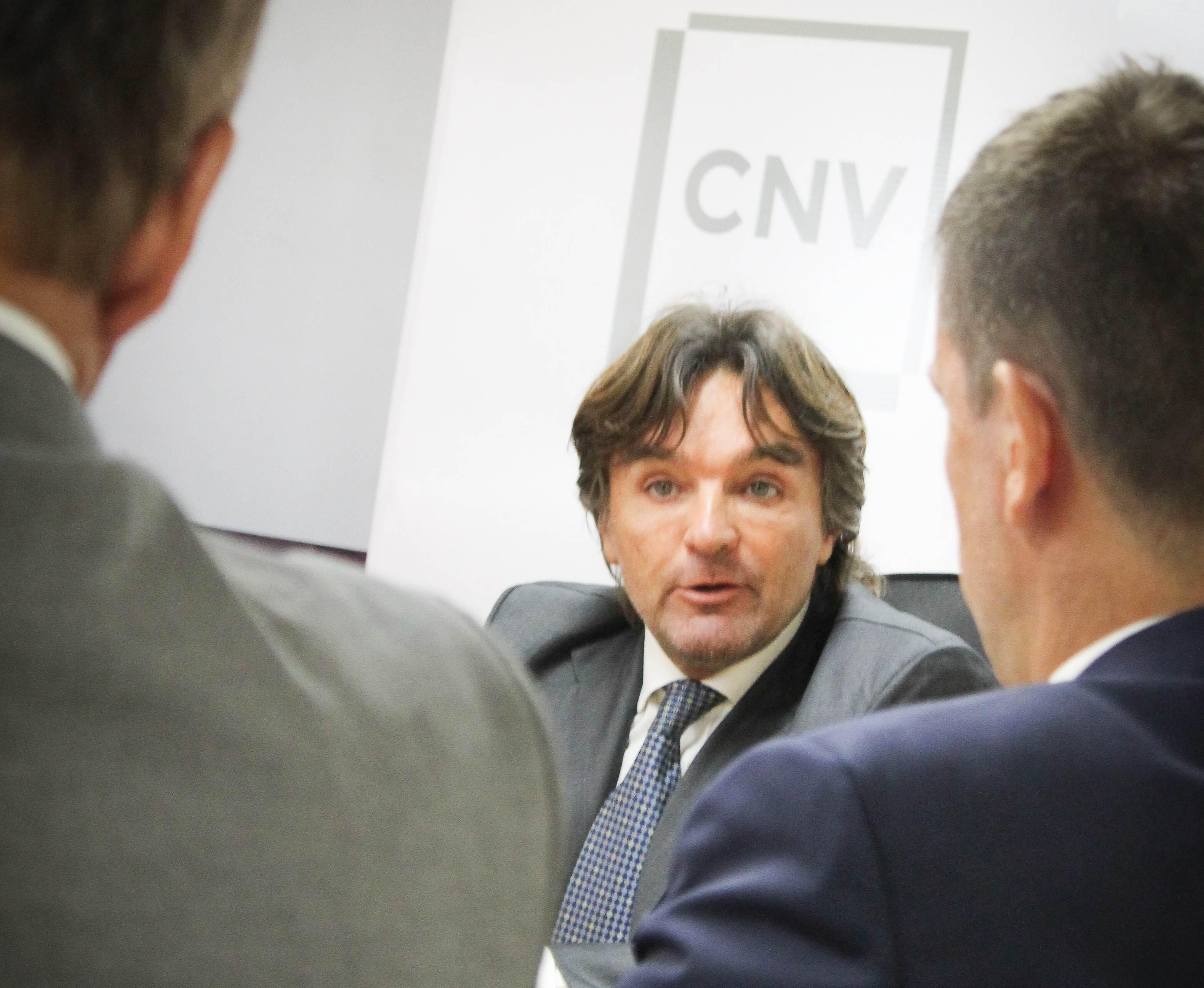 El titular de la CNV le pidió a los operadores que no hagan tanto contado con liqui