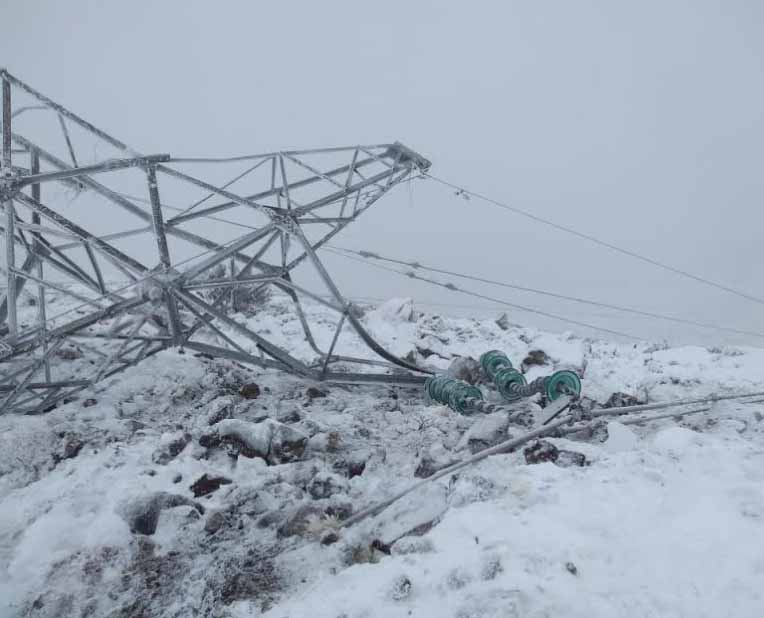 La caída de las torres de energía por las intensas nevadas está provocando problemas en la provisión de servicios en general
