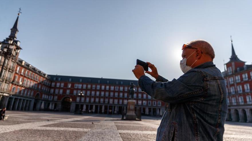 Con o sin tapabocas, los usuarios miran los destinos europeos aunque todavía no toman la decisión