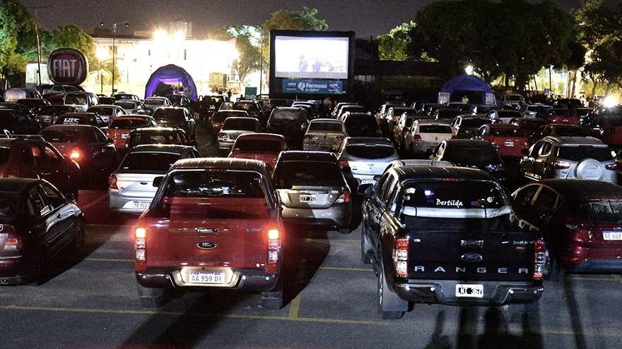 En los autocines las personas pudieron disfrutar de películas argentinas sin arriesgar su salud
