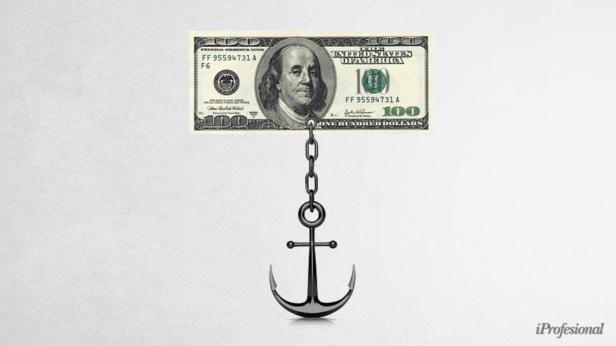 Muchos ahorristas buscan anclar sus ahorros en dólares para cubrirse de la devaluación local