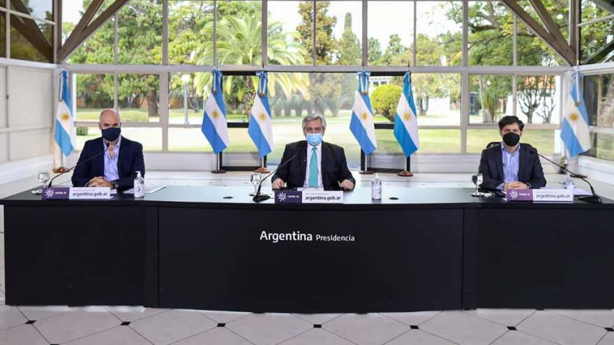 El presidente Alberto Fernández junto a Horacio Rodríguez Larreta y Axel Kicillof.