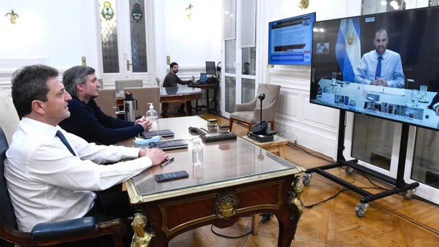 Guzmán dio detalles de las negociaciones por la deuda a Massa y Máximo Kirchner.