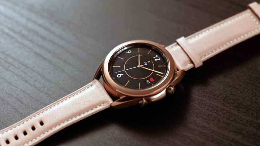 Bajo el aspecto tradicional de un reloj hay un poderoso smartwatch.