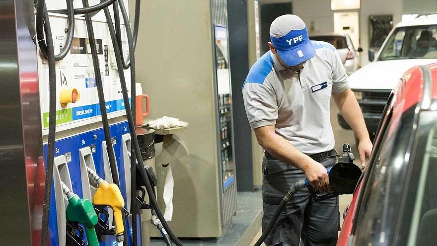 Las ventas de naftas en la Ciudad de Buenos Aires y la capital bonaerense cayó en julio un 54% con respecto a julio del año pasado.