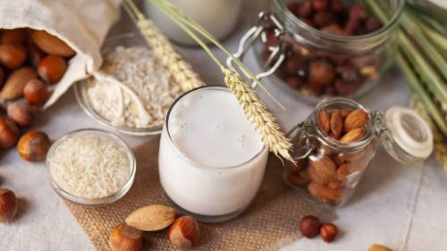 La leche de almendra es una de las bebidas vegetales que se pueden elegir