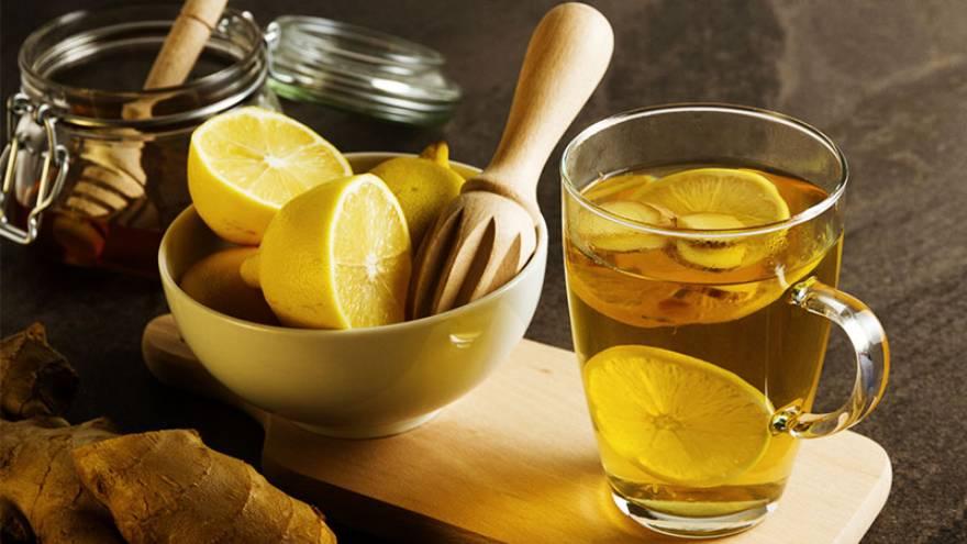 El agua con limón puede ayudar a mantener el cuerpo saludable