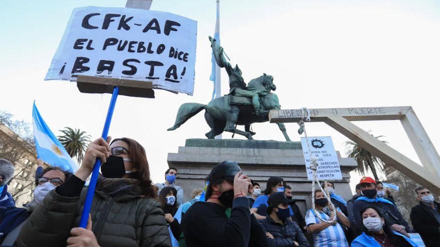 Con eje en la disputa entre el kirchnerismo y la justicia, la oposición ganó la calle