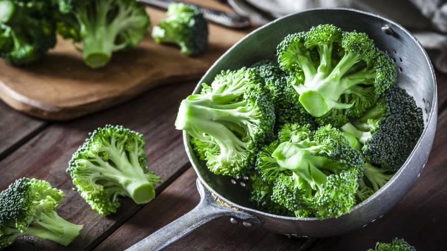 El brócoli es uno de los alimentos con vitaminas de este listado