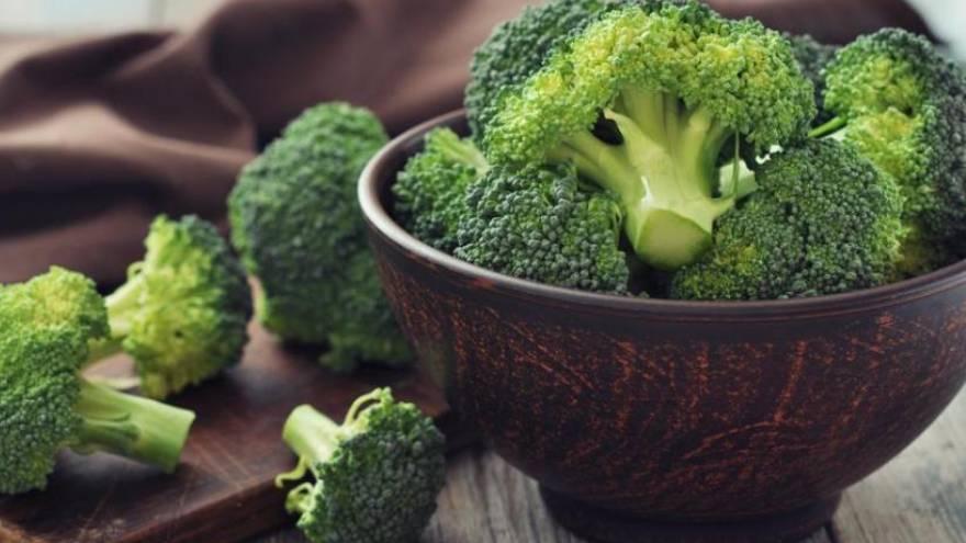 EL brócoli tiene mucha fibra y vitaminas, pero muy bajo aporte calórivo