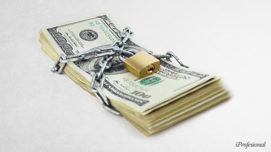 La tasa en pesos y el cepo cambiario son las pocas herramientas que tiene el Central para contener la demanda de dólares