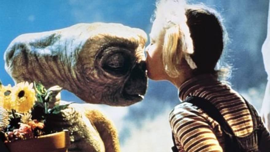 E.T. es una de las películas en línea que se puede ver en aislamiento