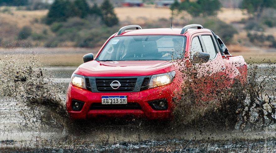Nissan Frontier, con préstamos de fábrica.