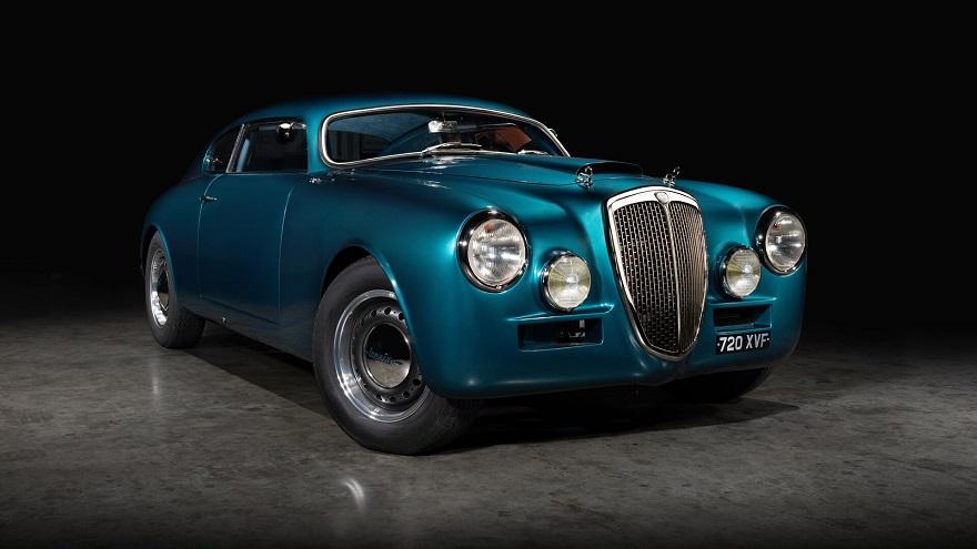 Lancia Aurelia, entre los autos antiguos de los '50.