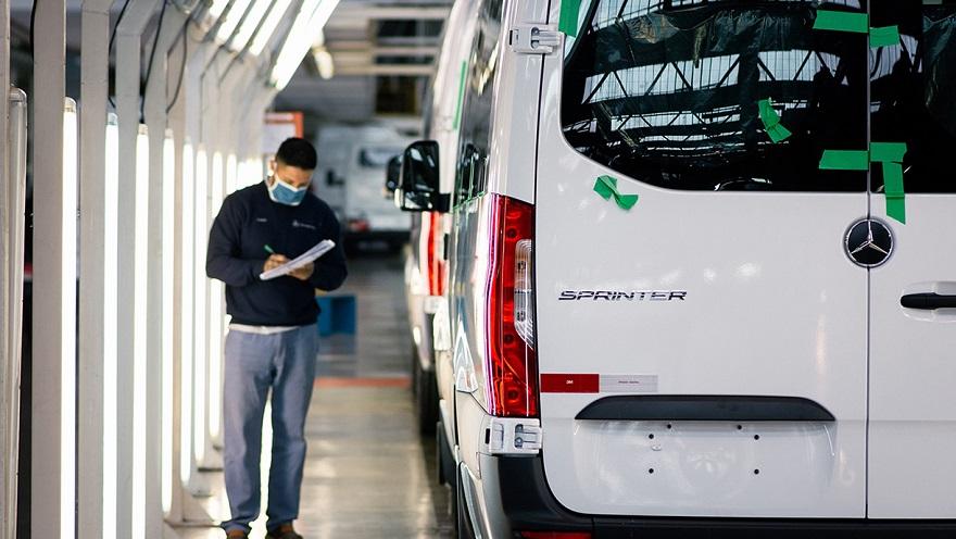 Mercedes Benz aumenta la producción de Sprinter.