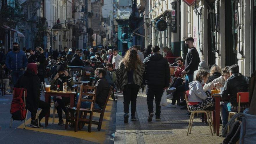 La reapertura de bares en la cuarentena volvió a enfrentar al Gobierno y la oposición
