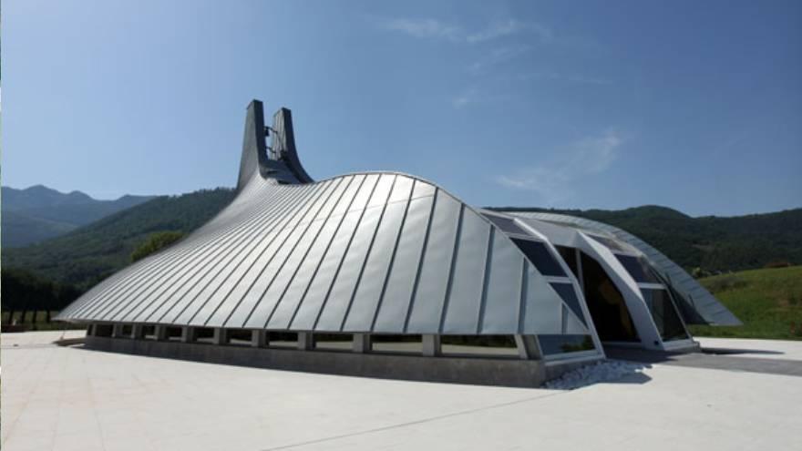 Esta es la capilla que Pininfarina diseñó a pedido