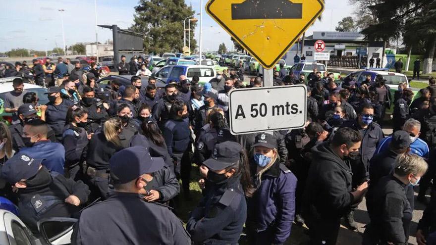 El malestar policial no se apaciguó ni siquiera tras la confirmación del incremento salarial
