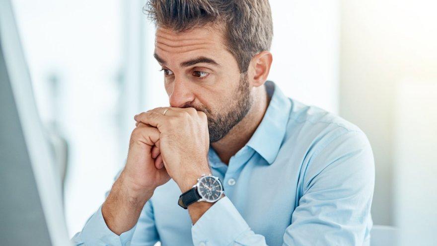 El hipocondríaco suele buscar sus síntomas en internet, lo cual contribuye a su patología