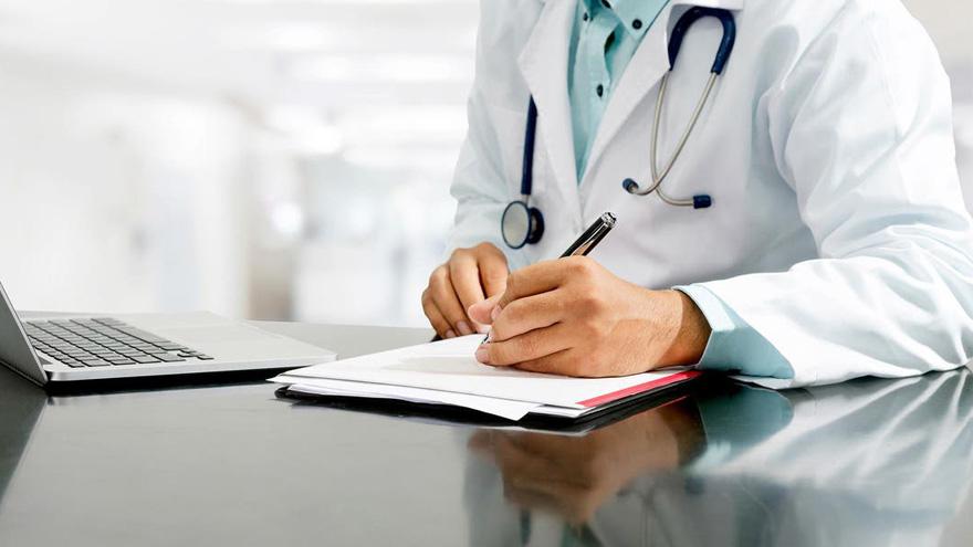 Por la pandemia, los profesionales médicos están entre los que mayor salida laboral tienen en este momento