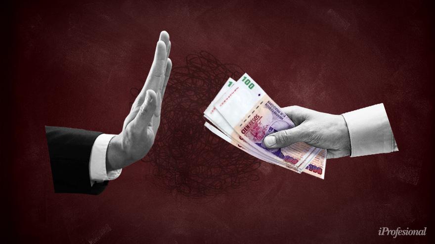 El economista explicó que, ante la certeza de emisión monetaria por venir, la gente no demanda pesos