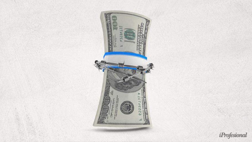 Los ahorristas tienen incertidumbre por el cepo cambiario respecto a qué ocurrirá con sus dólares.