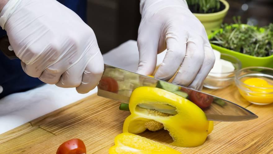 Se desaconseja el uso de guantes para manipular alimentos