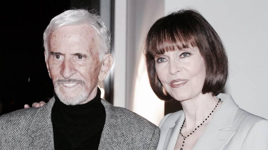Don Adams junto a la actriz que caracterizó a la Agente 99