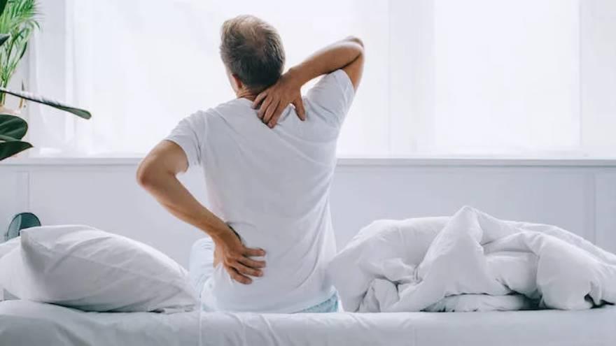 El dolor muscular y generalizado es una característica del coronavirus y del resfrío, aunque en menor medida