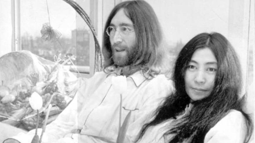 John Lennon, junto a Yoko Ono, un tiempo antes de su asesinato