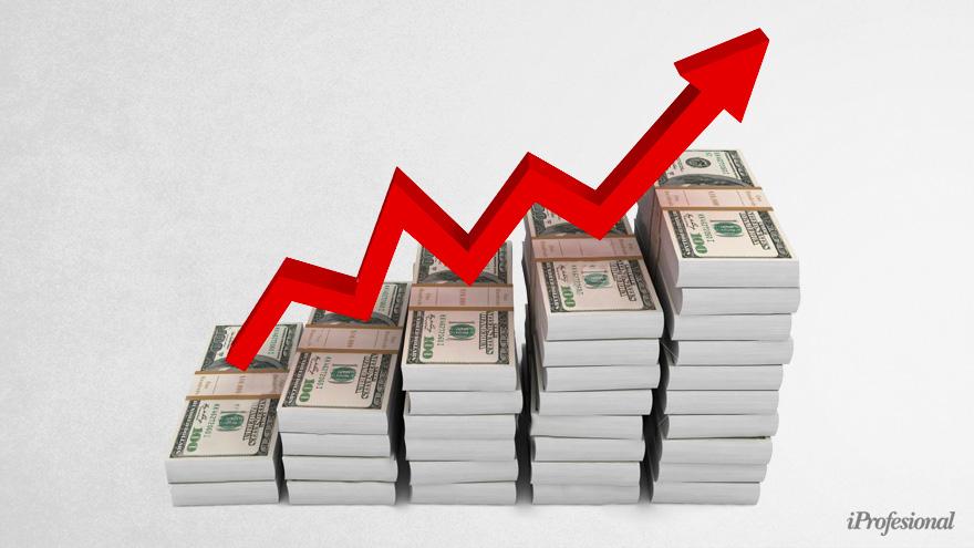Frente a la escalada del dólar financiero, el Gobierno apunta a que baje la cotización y se acerque a la del