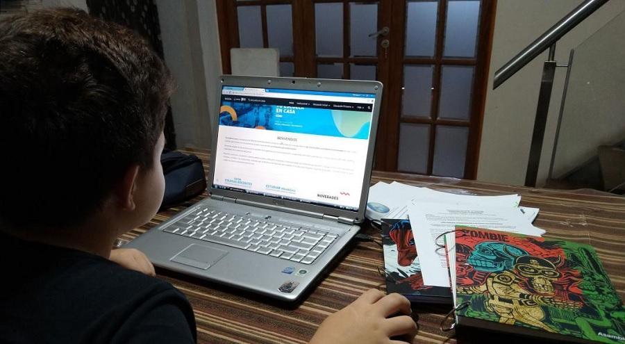 La pandemia dejó en evidencia la necesidad de mejorar la conectividad y dar acceso a los dispositivos a los estudiantes
