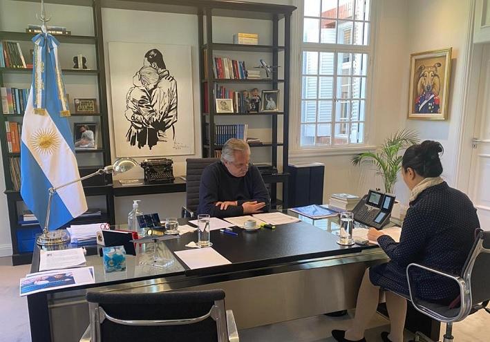 Traductora mediante, Fernández mantuvo este martes una conversación telefónica con su par de la República Popular China Xi Jinping