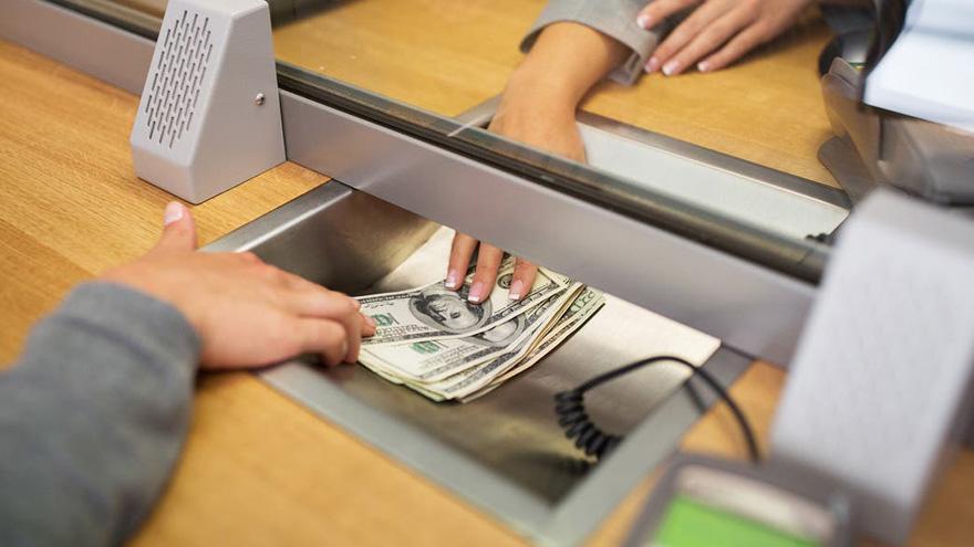 En los bancos dicen que el ritmo de extracción bajó entre 30% y 50% desde la semana pasada