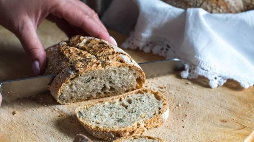 Se recomienda que el consumo de pan blanco se mantenga al mínimo