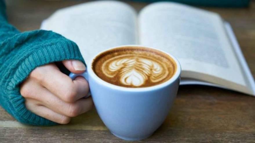 Tomar un café antes de dormir puede afectar negativamente al sueño