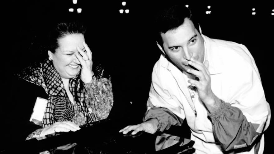 Freddie Mercury junto a Monserrat Cabalé