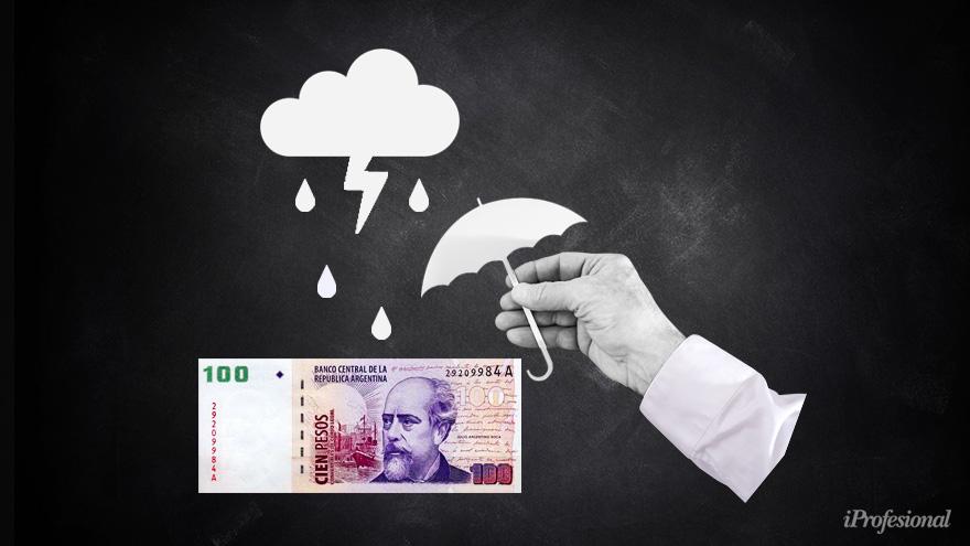 El Gobierno intenta frenar una devaluación pero el mercado cree que se está generando atraso cambiario.
