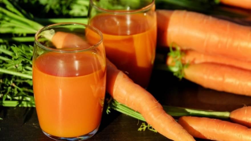 La zanahoria es un alimento con vitaminas que se recomienda comer crudo