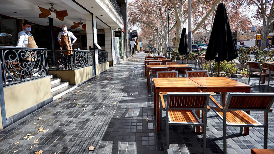 Restaurantes como Parrilla Don Julio y CHILA se resisten al delivery y contin