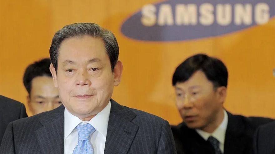 Lee había enfrentado cargos por corrupción.