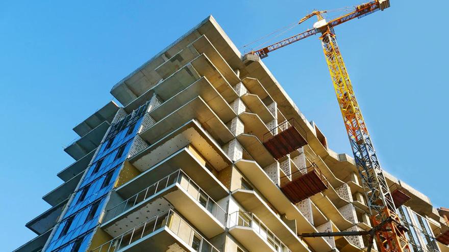 El faltante de insumos y terminaciones frena cualquier despegue de la construcción.