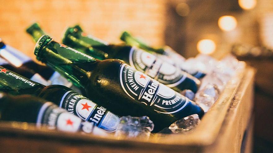Heineken, en crisis: los confinamientos forzados en casi todo el mundo golpearon a los números de la empresa.