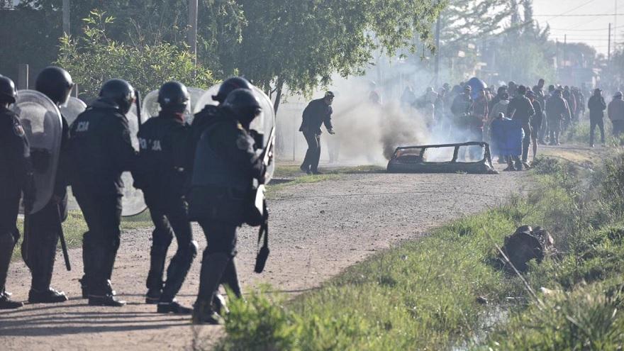 Se produjeron incidentes en el desalojo de la toma de Guernica, en la provincia de Buenos Aires.